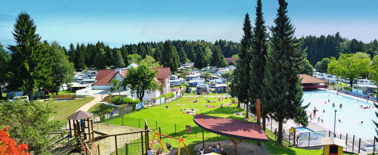 Gitzenweiler Hof Panorama mit neuem Sanitärgebäude
